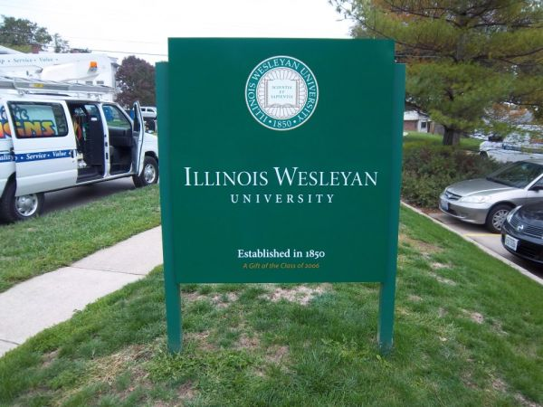 Post Panels at Illinois Wesleyan University & Directional Wayfinding